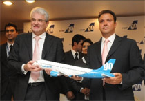 Giorgio De Roni, CEO and Jeh Wadia, CEO GoAir announce the order
