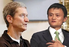 Apple CEO Tim Cook with Alibaba chairman Jack Ma
